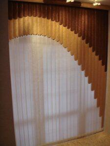 Пример работы Жалюзи вертикальные мультифактурные Четверть круга коричневая